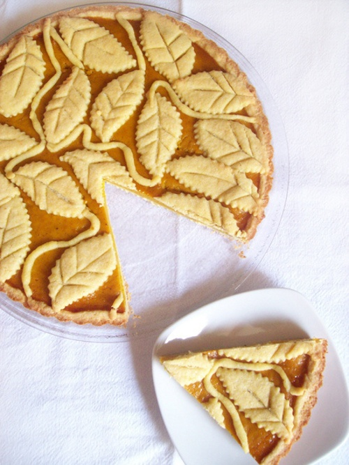 So pretty, love the dough-leaf work!!