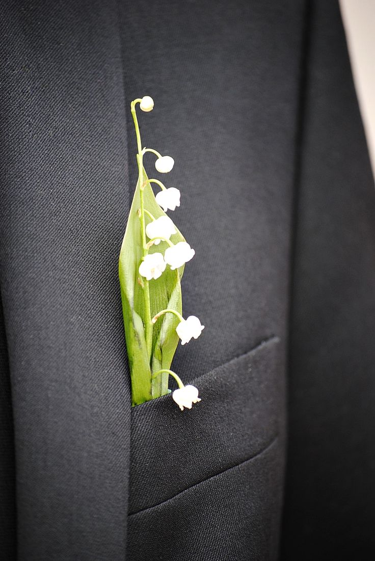 Corsage - Lily of the valley  simple but elegant, with incredible fragrance  - Swedish wedding #weddingcrowns