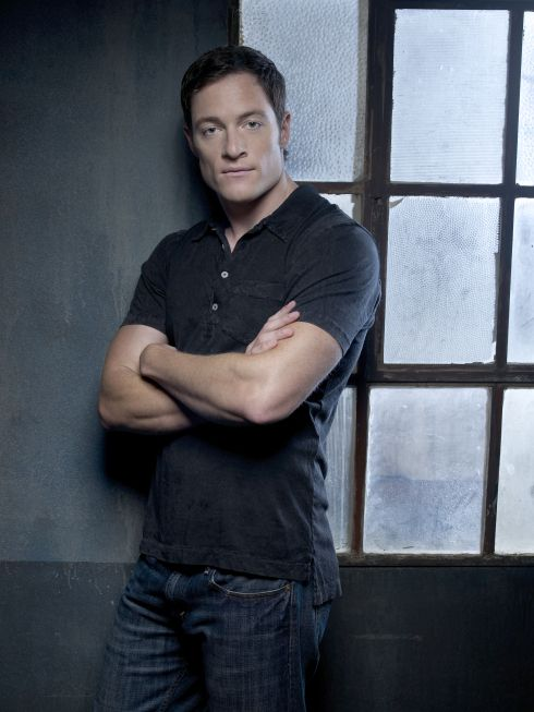 Simon Wirth: his unimpressed face (Tahmoh Penikett).