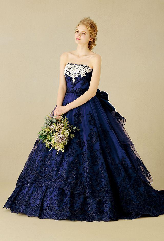 深みのあるネイビーブルーにラグジュアリーなレースをあしらった上品なネイビーのカラードレス♪ウェディングドレス・花嫁衣装の参考一覧まとめ♪
