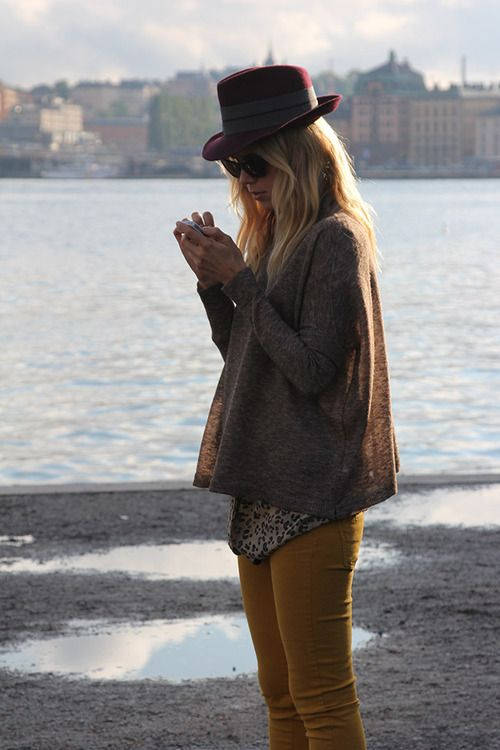 Tan pantsFall Style, Fashion Style, Fashion Forward, Street Style, Fall Looks, Fashion Hats, Fall Fashion, Mustard Yellow, Elin Kling