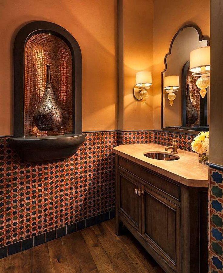 Unique grâce à son grand impact visuel, la décoration de salle de bain marocaine invite les sens à partir en voyage en Orient. Des couleurs et des motifs is