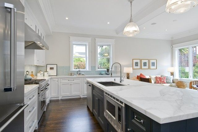 Amazing two tone kitchen with soft gray walls paint color for Grey blue white kitchen