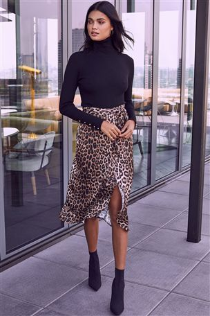 Jupe mi-longue drapée léopard satinée léopard