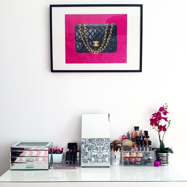 Make up place  Coiffeuse miroir pot et plante #Ikea #Malm  rangements acrylique #Carrefour #Action #Actionmagasin  boîte à bijoux #ZaraHome  #makeupstorage #makeup #maquillage #orchid #art #Chanel #bedroom by paris.cheri
