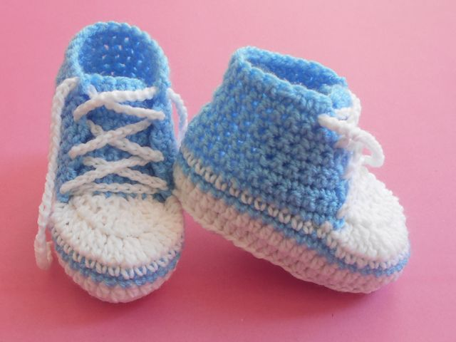 FREE crochet pattern for the Baby Converse Booties by aamragul of Crochet/Crosia Home.