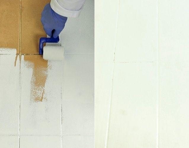 Então, realize a pintura com o rolo para aplicação de epóxi, cobrindo bem toda a área que receberá a tinta acrílica. Essa etapa é fundamental, pois garantirá a durabilidade do acabamento, que é indicado para ambientes de médio tráfego (com resistência moderada à abrasão)