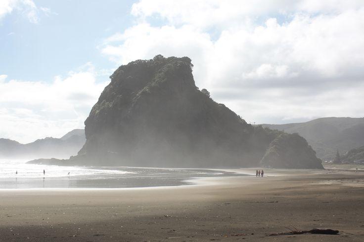https://aussietime.files.wordpress.com/2013/04/waitakere-8-piha-beach.jpg