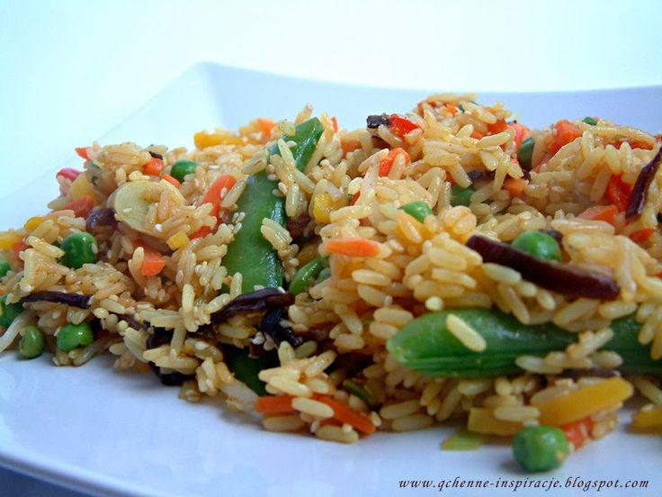 Przepisy Fit: Dietetyczna wersja smażonego ryżu z warzywami. Porcja ok.330 kcal