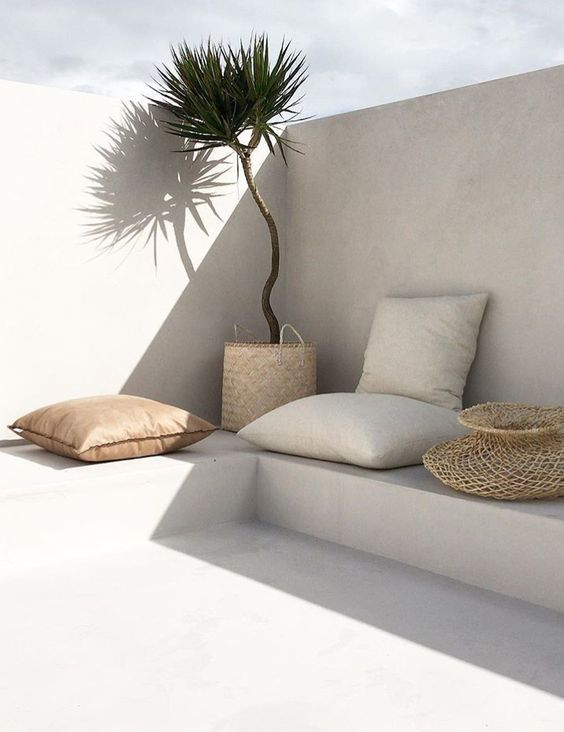 Minimal beach style for outdoor living areas. #gar…