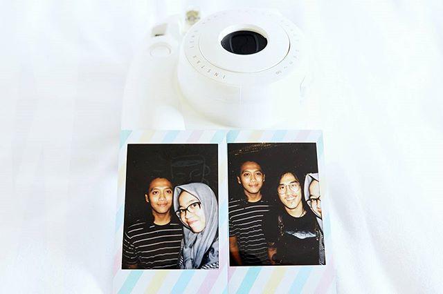 """Hubungan yang serius itu bukan cuma tentang mencari persamaan, tapi lebih tentang bagaimana menyatukan perbedaan. -T.F . . . . . . . . . . #white#polaroid#fujifilm#instaxmini8#photograph#stripe#womeninframe#hijabinframe#gondronginframe#myloveinframe#instalove#instagood#instamood#instadaily#whitetone#snapseed"" by @tantrifebrina. #ganpatibappamorya #dilsedesi #aboutlastnight #whatiwore #ganpati #ganeshutsav #ganpatibappa #indianfestival #celebrations #happiness #festivalfashion #festivalstyle…"