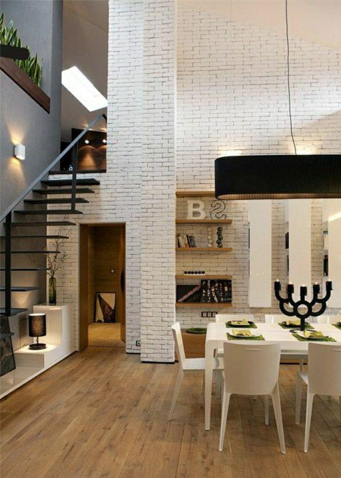 mur en brique, espace mezzanine et escalier loft