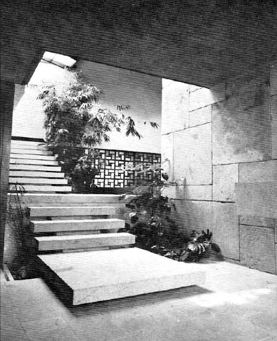 Vista del vestíbulo, Casa en Satélite, Antonio Caso 25, Ciudad Satélite, Naucalpan de Juárez, Estado de México, México 1965 Arq Alvaro Ysita  Ortega - View of the vestibule, House in Ciudad Satelite, Antonio Caso 25, Ciudad Satelite, Naucalpan, Edo Mexico, Mexico 1965
