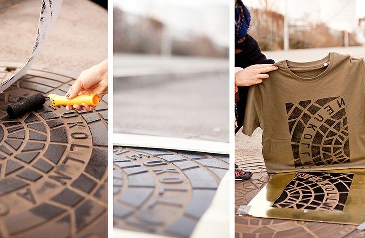 O coletivo de artistas de Berlim, Raubdruckerin usa tampas de bueiros e textura de calçadas para criar camisetas e ecobags. Com a simples…