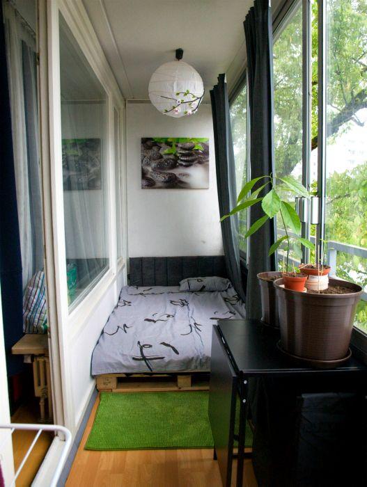 Летняя спальня на лоджии.