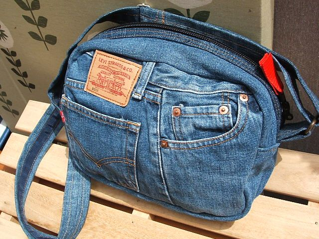 Very nice upcycled jeans purse