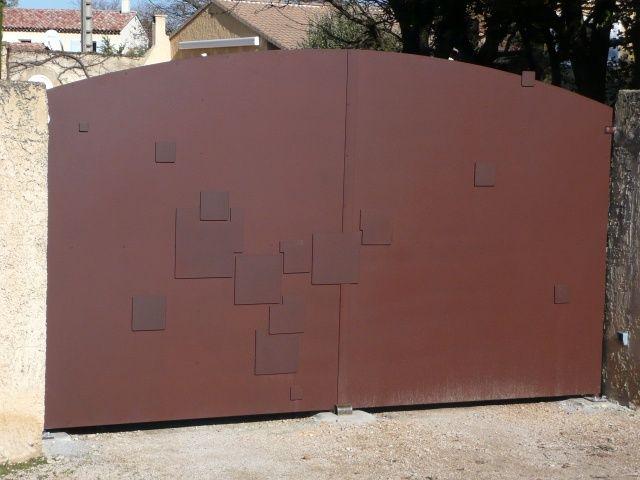Portail tol plein motifs portes portails et portillons for Portillon de jardin en fer forge