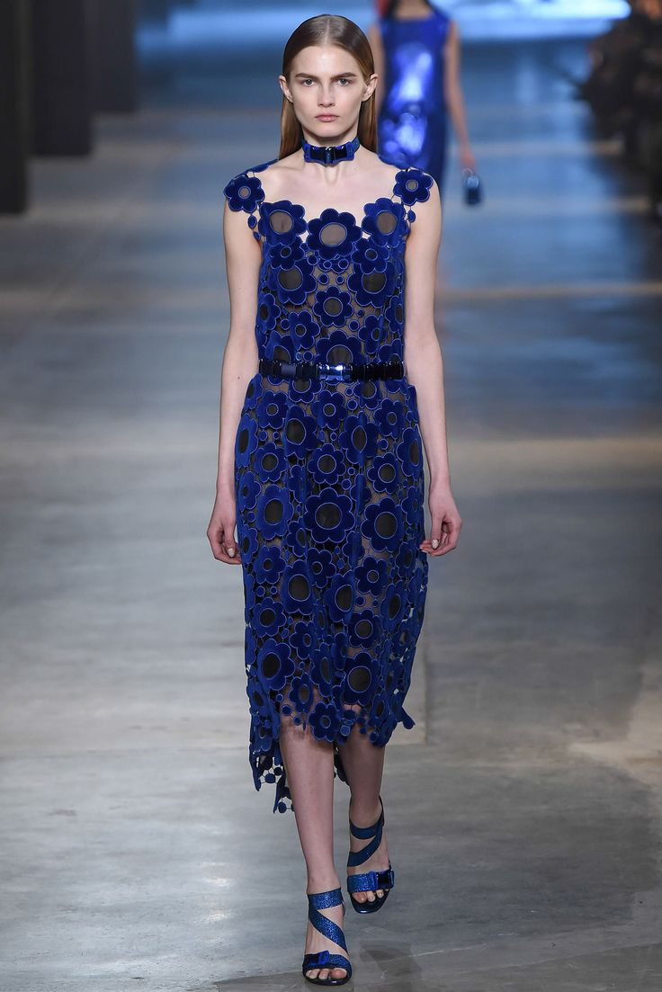 Christopher Kane Fall 2015 Ready-to-Wear Fashion Show - Aneta Pajak