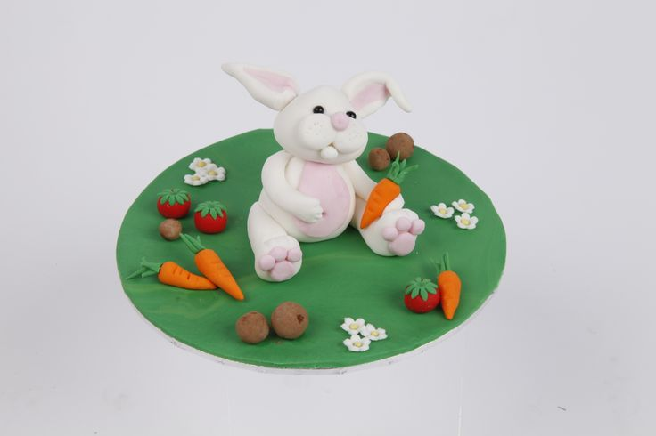 Rabbit in a garden made for our Figurine Course