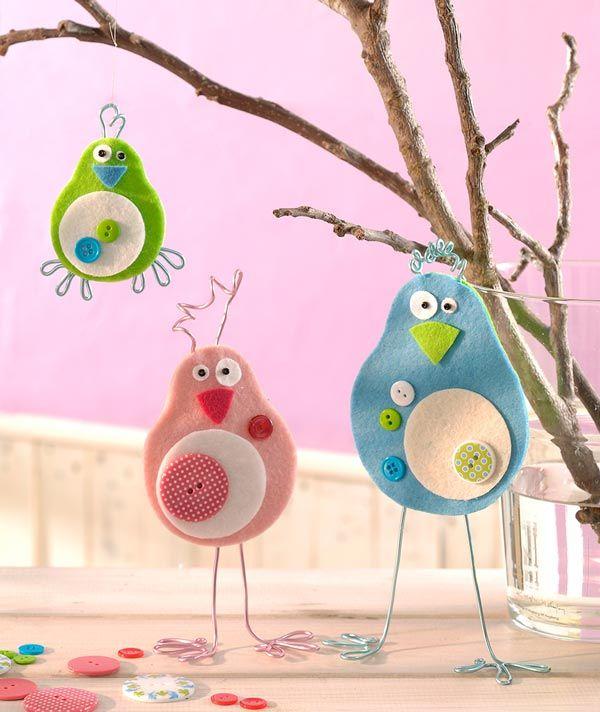 """Schräge Vögel mit Filzplatten (Idee mit Anleitung – Klick auf """"Besuchen""""!) - Diese Vögel aus Filzplatten finden die Kinder bestimmt total schräg und basteln sie gerne nach!"""