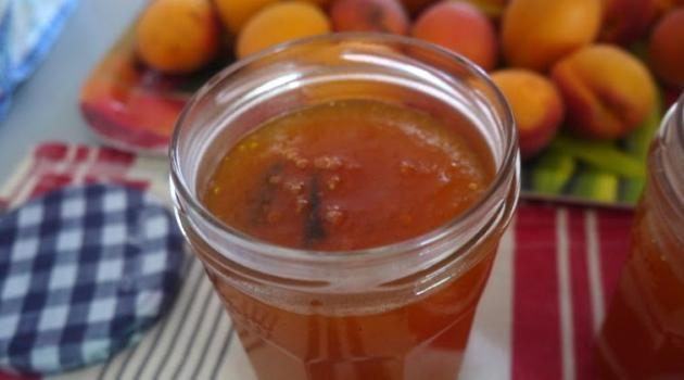 Confiture d\'abricots à la vanille et aux amandes