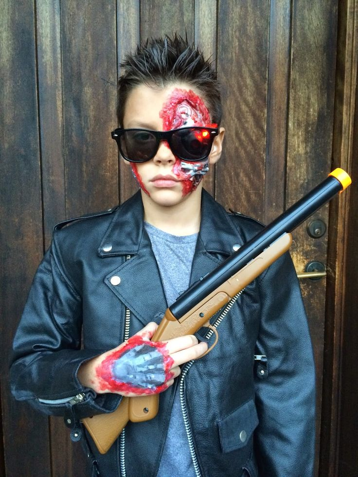 Lesa Barry's Journey through Artland : Terminator costume..... I'll be back