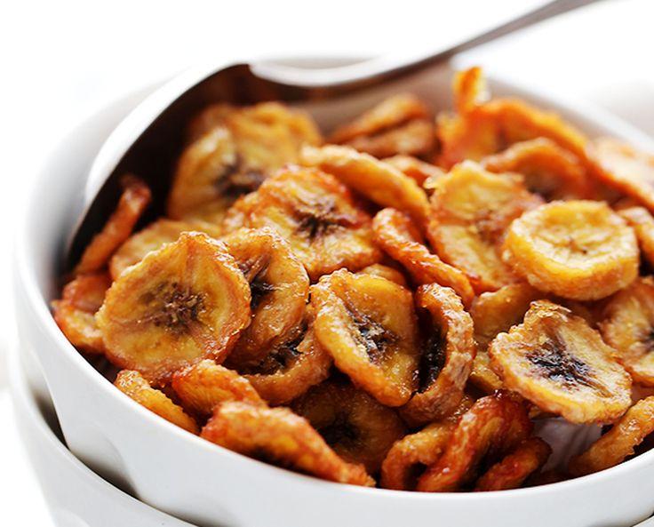 Ces délicieuses chips de bananes sont très faciles à faire et absolument parfaites pour les collations santé ou les déjeuners.
