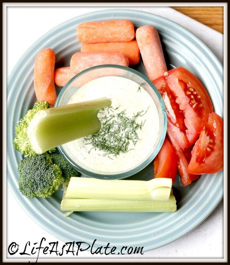 Paleo Garlic Dill Veggie Dip                                                   Here is a great alternative to ranch dip!                               #21dsd #veggiedip #nosugar