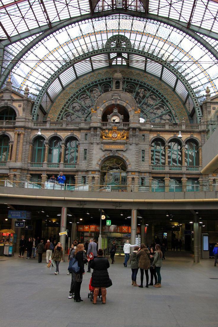 Central Train Station - Antwerp, Belgium - Photo