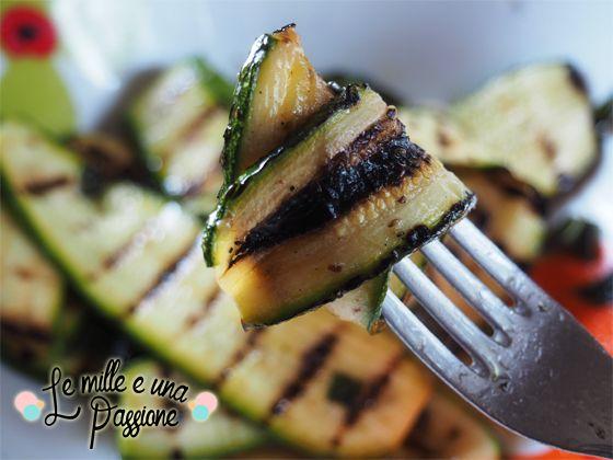 Zucchina grigliata sulla forchetta
