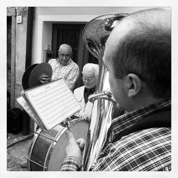 Suonatori #bn #torchio #palanzo #musica #lago #instandroid » @robji_m » Instagram Profile » Followgram