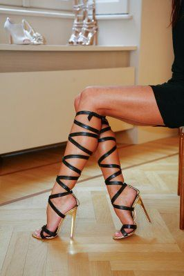 high heels, slings, feet, footfetish, legs, straps, fashion, beauty    T'fellin for the Legs