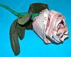 Geldschein-Rose und viele andere Ideen mit Bildanleitungen um Geldscheine dekorativ zu falten