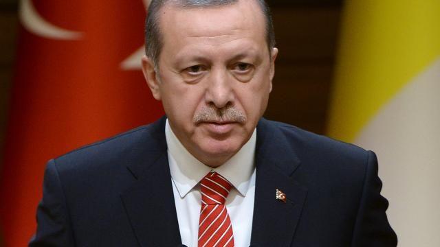 Namens verscheidene Duitse politici, mensenrechtenactivisten en prominenten hebben twee Hamburgse advocaten een aanklacht ingediend tegen de Turkse president Recep Tayyip Erdogan en andere Turkse overheidsfunctionarissen.