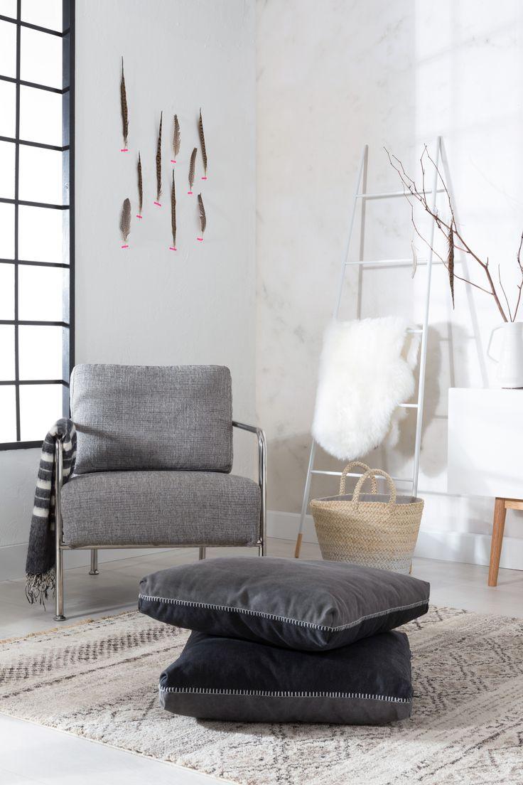 X-bang armchair