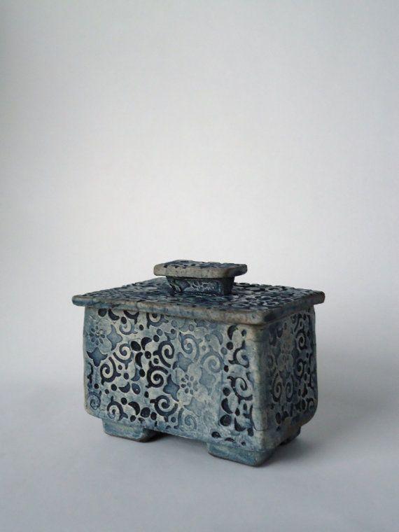Raku Ceramic Box.    www.etsy.com/listing/122632114/raku-ceramic-box?utm_source=Pinterestutm_medium=PageToolsutm_campaign=Share.  SoleyCeramics.  Sue Oley.