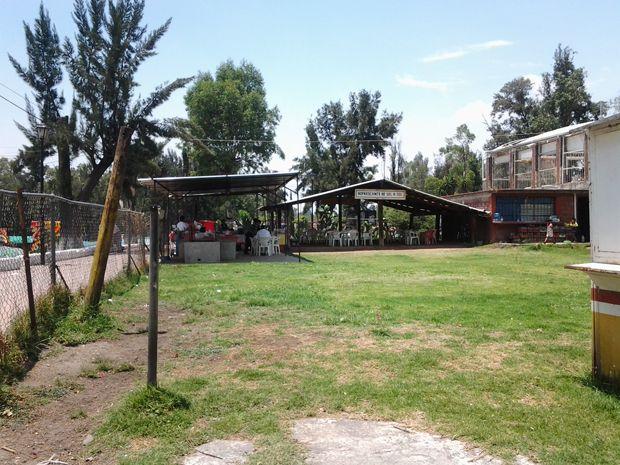 Descripción Jardín de 1200 metros cuadrados, se encuentra dentro del Embarcadero de Xohimilco en Nativitas, cuenta con horno de hoyo, asador, bodega y palapa Renta $35,000 mensual a tratar  Destacamos Uso de suelo H3 Ubicado en Zona Turística Todos los servicios Ideal para eventos sociales