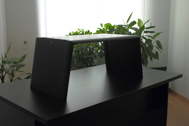 Erős és stabil emelhető asztal számítógépekhez vagy laptopokhoz!  http://asztalkell.hu/termekek/egeszseges-iroda/emelheto-asztal-fekete-nyirfa-normal-meret/