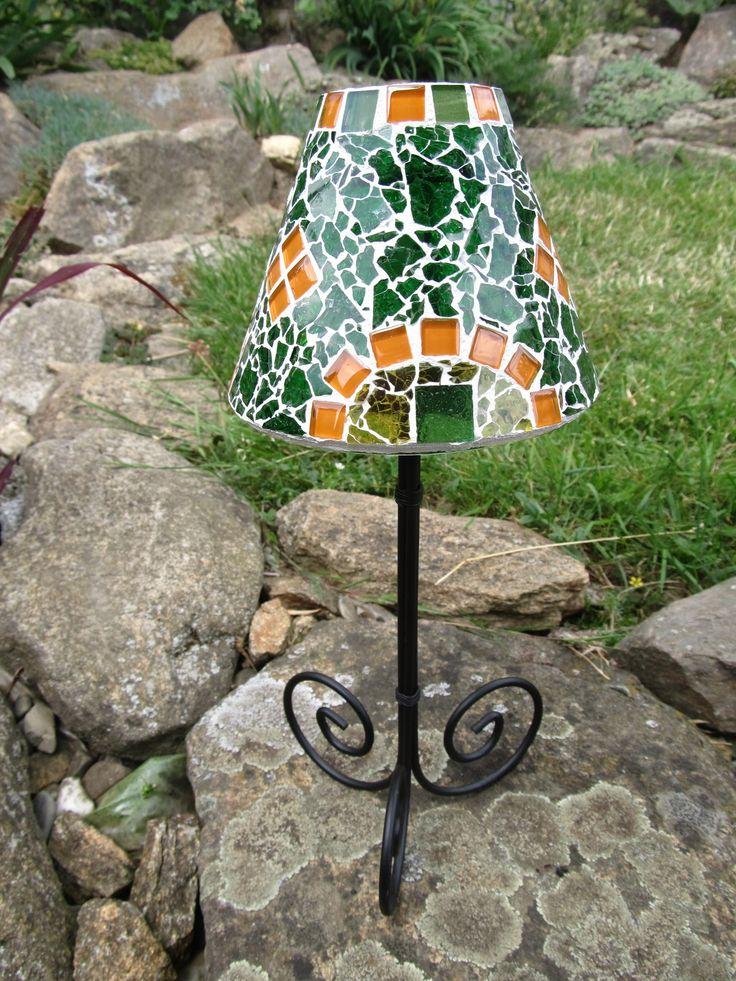 Lampa na čajovou svíčku Lampa na čajovou svíčku, výška 28 cm. Materiál sklo a kov. Stínidlo - výška 10 cm, šířka vrchní části 5 cm a dolní části 12 cm.