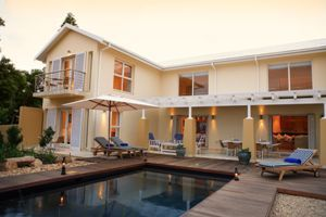 Welcome to Star Fish Lodge in Plettenberg Bay. Overlooking a landscaped indigenous garden with Salt Water Pool, Starfish Lodge is a two minute walk from the swimming beach of Robberg.