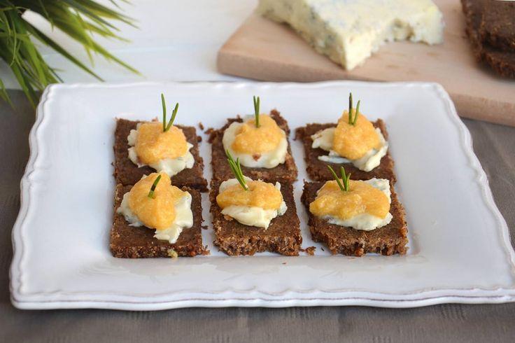 Crostini con zucca e gorgonzola, scopri la ricetta: http://www.misya.info/ricetta/crostini-con-zucca-e-gorgonzola.htm