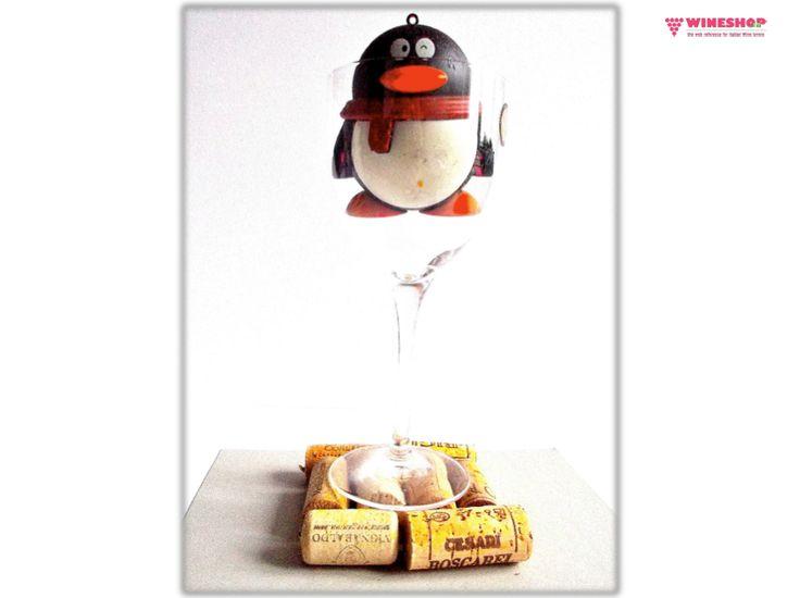 Dai nuova vita ai tappi delle tue bottiglie di #vino: #Wineshop.it li ha trasformati in bellissimi SOTTOBICCHIERI artigianali... E ha riempito i calici con il vino!... ops, con un pinguino, che ha bevuto tutto il suo contenuto. Il vino è ALLEGRIA, GIOIA e DIVERTIMENTO... E tu, in che modo ricicli i tuoi tappi di sughero?