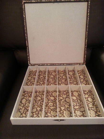 forração completa em tecido 100% algodão, com fino acabamento, tampa, almofadada e capacidade para 12 óculos. TEMOS também caixa porta relógios com capacidade para 8 óculos com almofadinhas. R$ 136,00