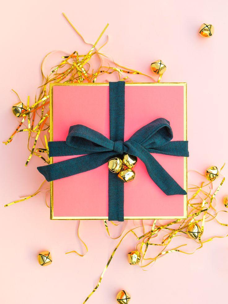 Rózsaszín doboz arany élekkel