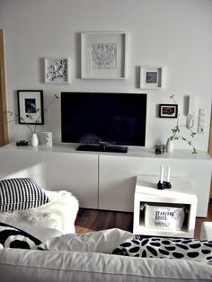 Wohnwand TV Wand Besta Ikea Schwarz Weiss Bilderwand Wohnzimmer