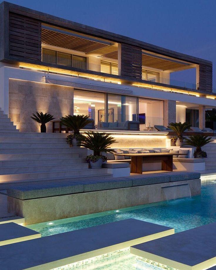 Moderne luxushäuser mit pool  Die besten 25+ Glaspool Ideen auf Pinterest | Innenpool, Traum ...