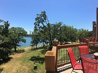 Large+Lakefront+Lodge+with+FREE+Pontoon+Boat,+Pool,+Hot+Tub,+Kayaks,+&+Boat+Slip+++Vacation Rental in Missouri from @homeaway! #vacation #rental #travel #homeaway