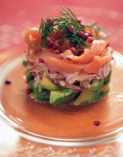 Салат из авокадо и лосося