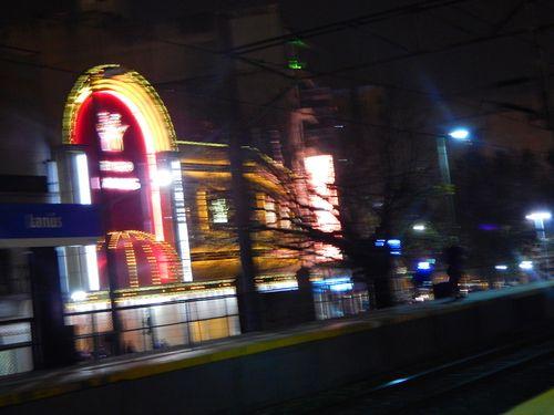 el bingo de lanus : foto tomada desde la estacion de tren salio  re movida la foto | ahorayya2