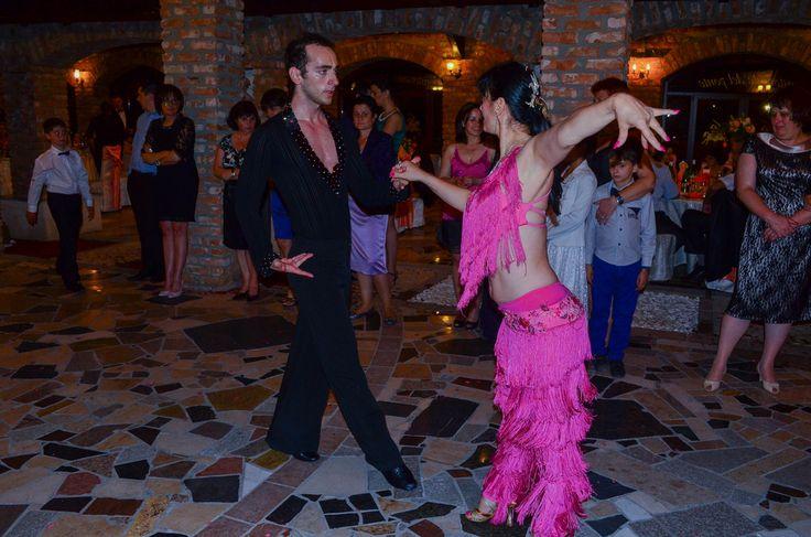 http://www.lotusdance.ro/dansatori-evenimente/